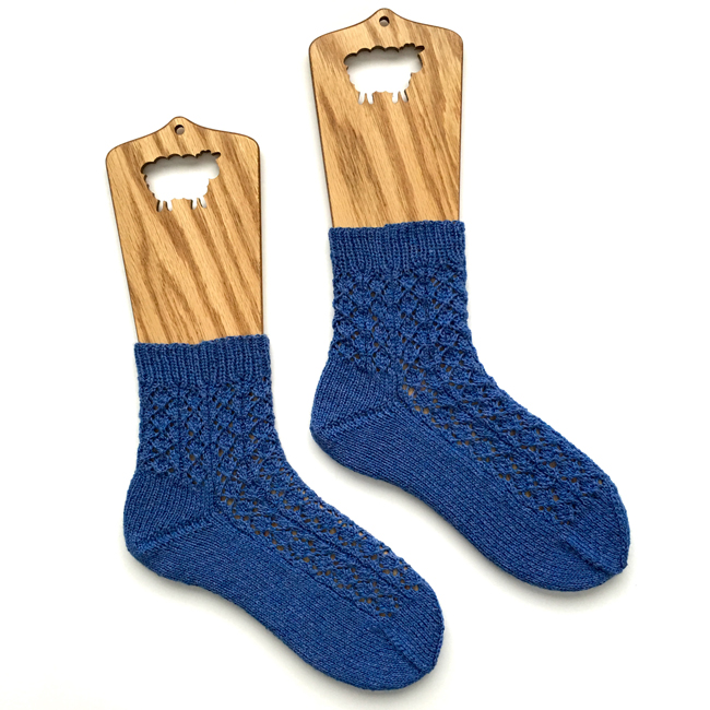 Catnip Socks |frecklesandpurls.com
